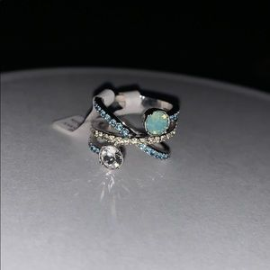 Jewelry - Cris cross ring